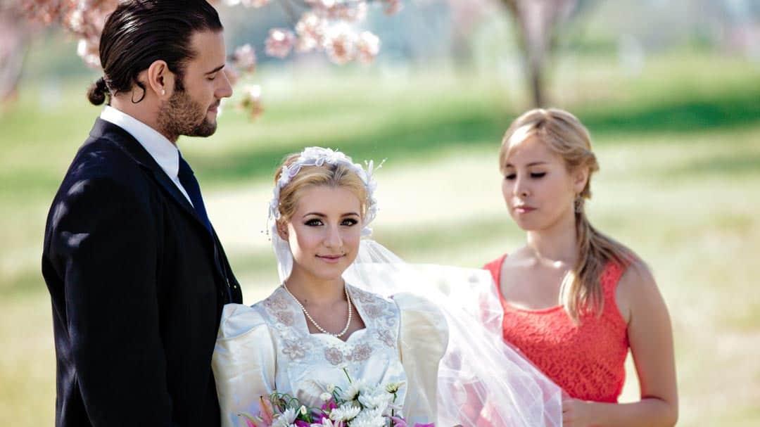 Brautpaar mit Trauzeugin