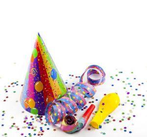 Luftschlangen und Partyhüte gehören zu einer guten Feier
