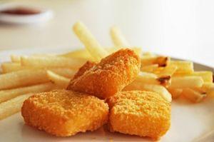 Nuggets und Pommes lieben alle Kinder
