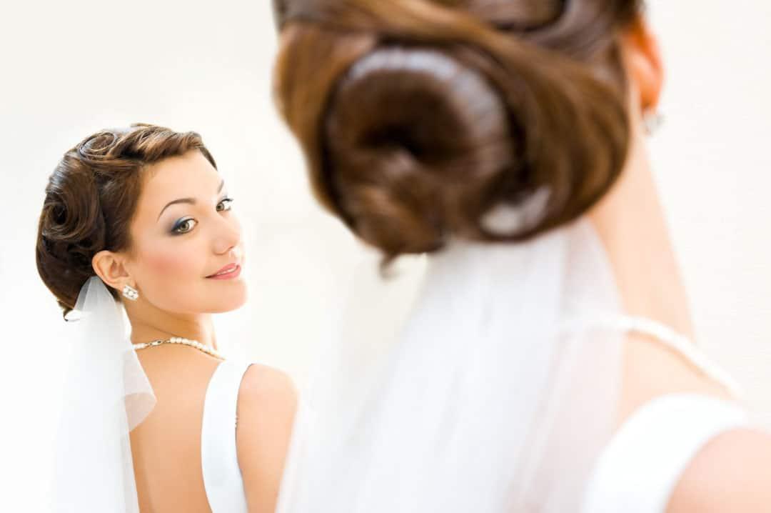 Braut mit Hochsteckfrisur