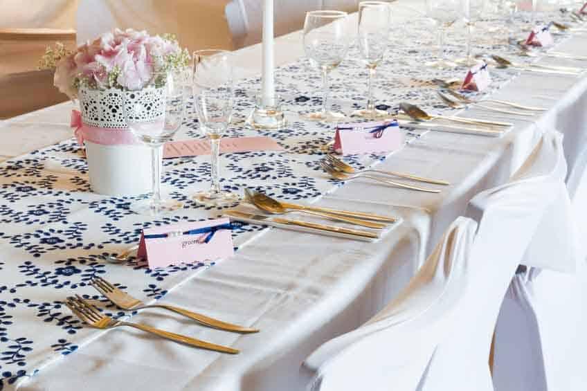Die Sitzordnung für eine Hochzeit durchdenken und planen - Artikel öffnen