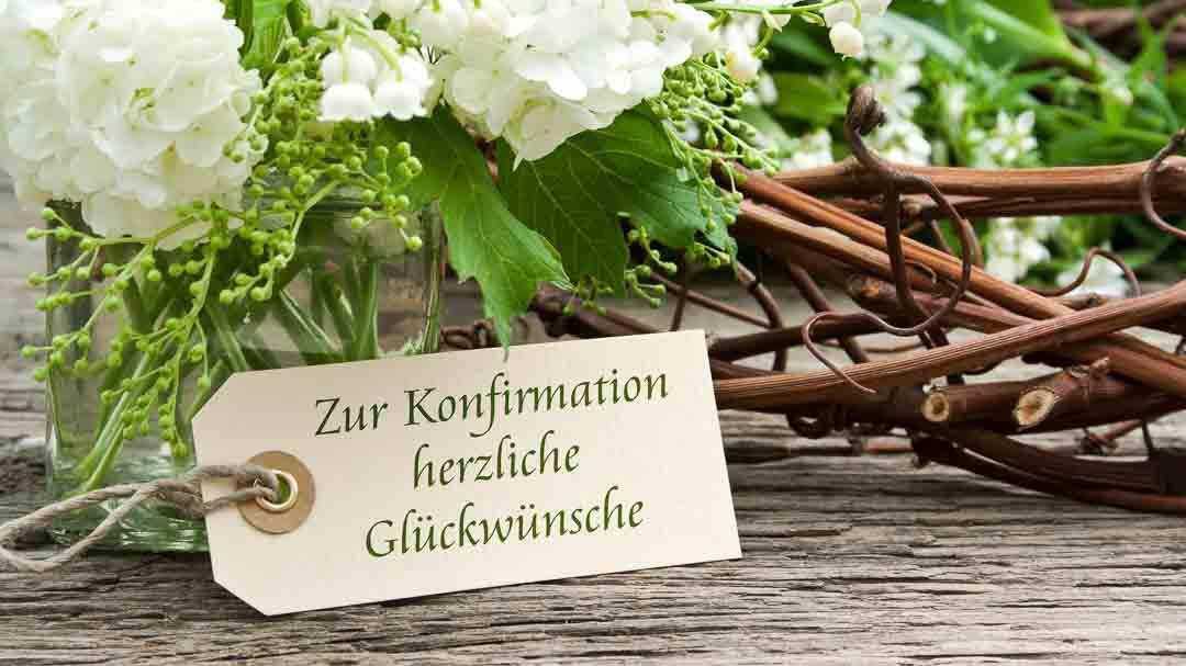 Blumenstrauß mit Etikett und Schriftzug zur Konfirmation