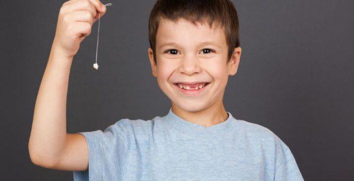 Junge mit zahnluecke